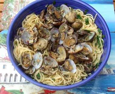 Mediterranean Linguini with Clam Sauce